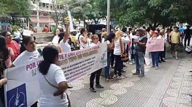 Mujeres realizaron plantón frente a la alcaldía de Barranquilla