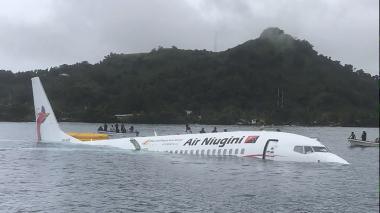 Avión cae en laguna de una isla de Micronesia
