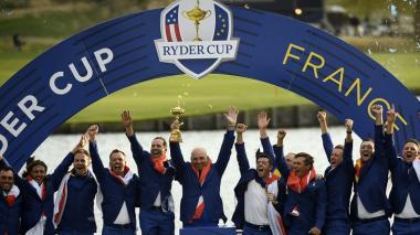 El equipo europeo celebra en Saint Quentin en Yvelines, el triunfo en la edición número 42 de la Ryder Cup.