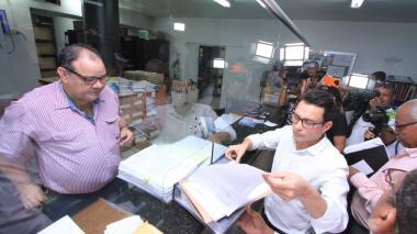 Presentan cerca de mil firmas para impedir alzas de tarifas en Electricaribe
