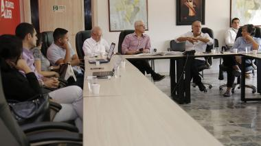 En la reunión con el gobernador Verano estuvieron presentes Ricardo Plata, Alberto Vives, Carmen Arévalo, Efraín Cepeda Tarud, entre otros.
