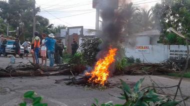 En plena temporada turística bloquean en cuatro puntos la vía Tolú-Coveñas