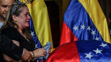 El conmovedor llanto de la madre del concejal Albán en su funeral