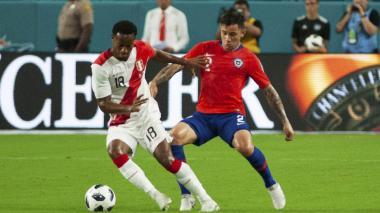 Perú golea 3-0 a Chile en un