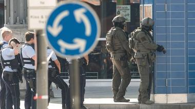 Toma de rehén en estación de trenes alemana podría tener motivación terrorista: Policía