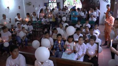 En la iglesia Nuestra Señora de la Virgen del Carmen se cumplió una eucaristía con las velas encendidas.