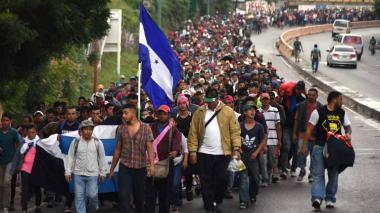 Trump amenaza con cerrar frontera con México si no frena caravana de migrantes