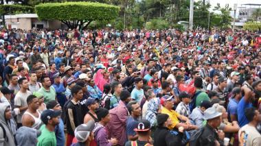 En video |  Caravana de migrantes hondureños avanza pese a amenazas de Trump