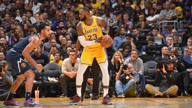 Lakers siguen su ascenso en la NBA y los Thunder se hunden