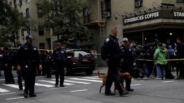 Policía de Nueva York investigando un caso.