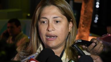 Alma Solano, secretaria de Salud del Distrito, explica la medida adoptada con la Clínica Julio Medrano.