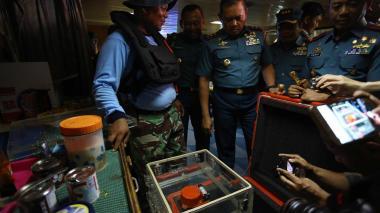 En video   Hallan una de las dos cajas negra del avión accidentado en Indonesia