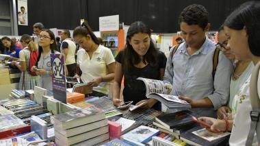 Periódicos, libros y textos escolares, con IVA de 18%