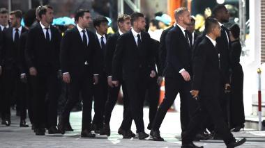 El entrenador del Leicester, el francés Claude Puel, y su director, Jon Rudkin, llegaron al templo junto a Wes Morgan, el arquero Kasper Schmeichel y el resto de jugadores.