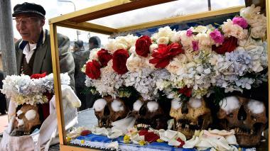 Fiesta de las ñatitas y su culto a los cráneos