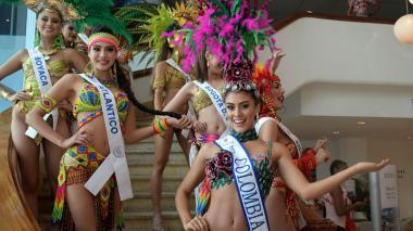 Candidatas se alistan para el desfile del Bando