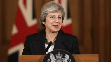 Una Theresa May acorralada defiende el acuerdo del Brexit
