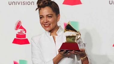 Ceremonia de Premios Grammy abre con un saludo a la caravana de inmigrantes