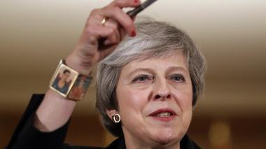Theresa May rechaza las contrapropuestas de sus rivales sobre el Brexit