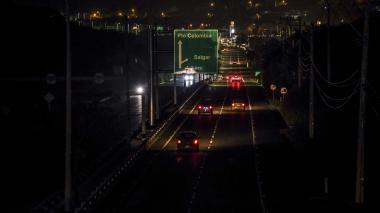 La vía durante la noche del pasado miércoles.