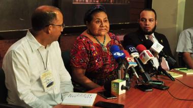 """""""Sigue siendo una vergüenza que se afecte la educación"""": Rigoberta Menchú"""