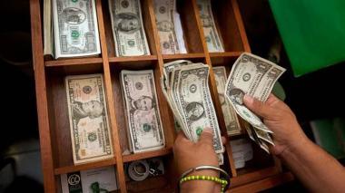 Dólar alcanzó su monto de negociación más bajo en 35 meses