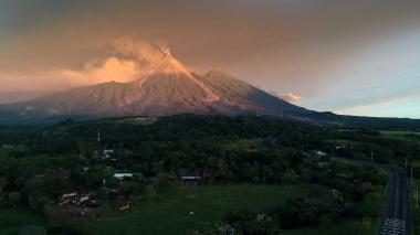 Caída de ceniza de volcán de Fuego amenaza ciudad de Guatemala