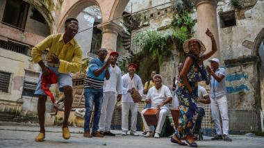 Las tradicionales parrandas de Cuba se celebran en 10 municipios del centro de la isla caribeña.