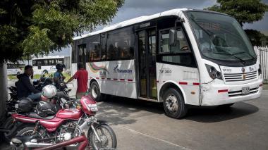 Sin control invasión de mototaxistas al Portal de Transmetro en Soledad