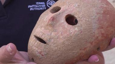 En video | Arqueólogos israelíes descubren máscara de hace 9.000 años