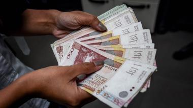 Dólar cayó 39 pesos por precios del crudo