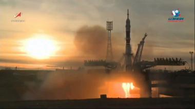 En video | Nave Soyuz viaja al espacio con tres astronautas a casi un mes de accidente