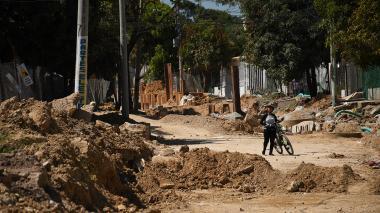 Panorama de las obras de canalización en la calle 47B con carrera 20, en el barrio El Carmen.