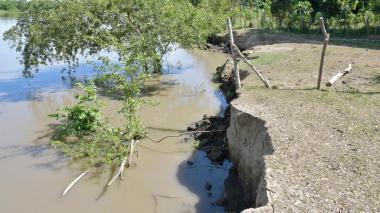 La erosión pone en peligro a las poblaciones a lo largo de la ribera bolivarense del Canal del Dique.