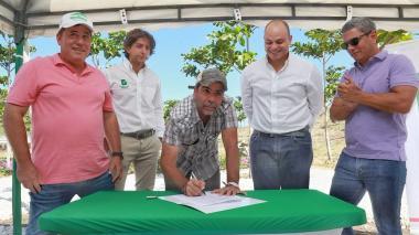 Plan de siembra de árboles se extenderá a municipios del AMB