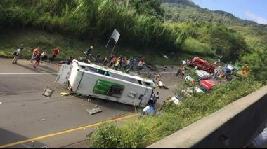 Accidente de bus deja 9 muertos en el Valle del Cauca