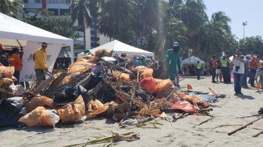 De playa de El Rodadero sacaron más de cinco toneladas de basuras