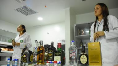 Cuidado con el consumo de licor adulterado en Navidad