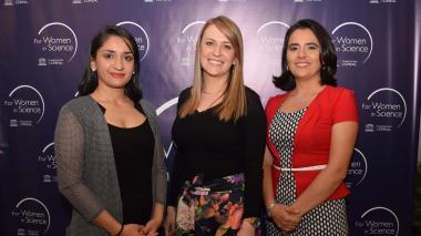 Paula Giraldo, Vanessa Acosta Otálvaro y Viviana Güiza durante la entrega de los reconocimientos.