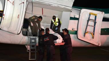 El cuerpo de alias Guacho cuando era trasladado a Bogotá.