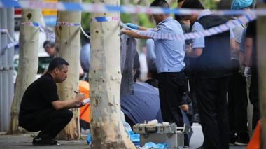 Toma de rehenes en bus en China termina en tragedia: ocho muertos