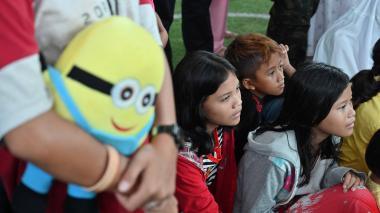 Juegos y canciones para los niños tras el tsunami en Indonesia