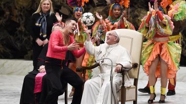 Los colores del circo de Cuba llegaron al Vaticano