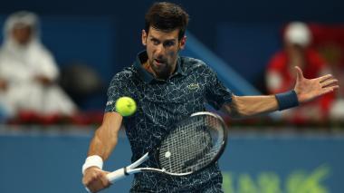 Djokovic sufre para pasar a segunda ronda en Doha