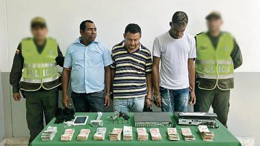 Policía captura a tres y frustra atraco a panadería en San José