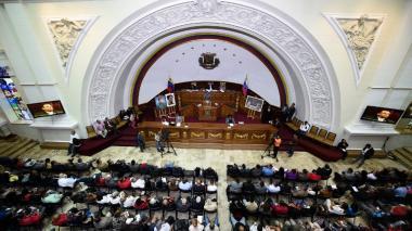 Parlamento venezolano declara nulos contratos petroleros suscritos sin su aprobación
