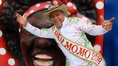 Rey Momo Freddy Cervantes inaugura su palacio 'Letanía y más Ná'