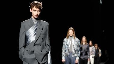 Dior redefine el clásico traje masculino en París