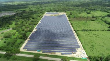 El parque solar de Celsia en Santa Rosa de Lima, Bolívar, produce 15.542 megavatios al año.