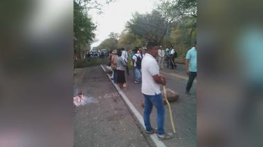 Kankuamos opositores bloquean vía Valledupar-Atánquez